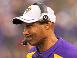 Former Vikings coach in talks to join Lovie Smith with Bucs.