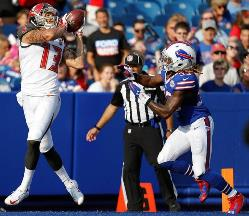 Bucs WR Mike Evans hauls in a touchdown catch in the second quarter of the Bucs win over the bungling Bills today. Photo courtesy of Buccaneers.com.
