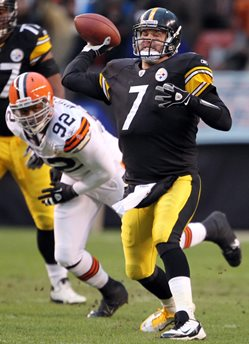 Steelers QB Ben Roethlisberger's ability to evade tacklers to extend plays allowing receivers to get open is what makes him so special, said Bucs S Dashon Goldson.