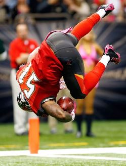 Bucs OLB Danny Lansanah dives over the goal line with his pick-six last week in New Orleans.